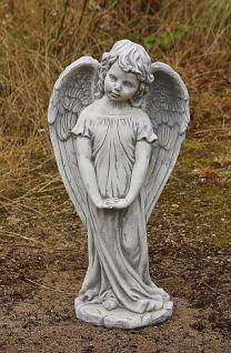 Steinfiguren Stehender Engel, Figur aus Steinguss
