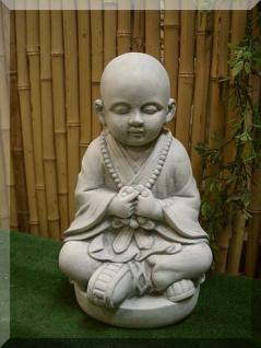 Steinfigur Buddha, Mönch betend, aus Steinguss