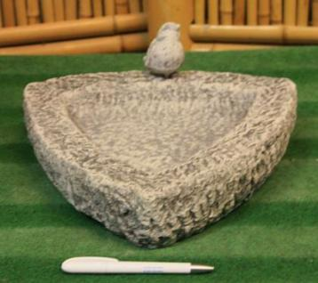 Steinfiguren Vogeltränke Dreieick, Skulptur aus Steinguss