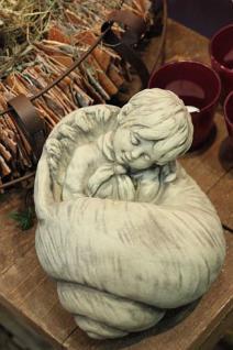 Steinfigur Däumeling in Muschel, Figur aus Steinguss, Steinfigur