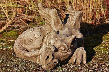 """Steinfigur Drache """" Old Smug """", Figur aus Steinguss, aus der Serie Devonshire, DSL"""