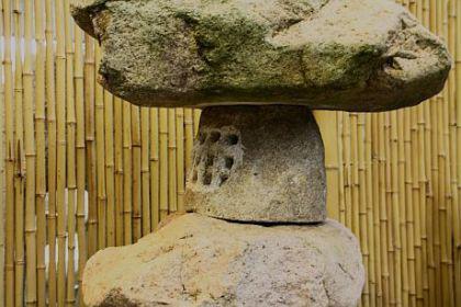 Steinfigur Flintstone Laterne, Naturstein, 105 cm hoch! - Vorschau 2