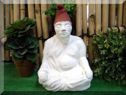Steinfigur Zwuddha, der meditierende Gartenzwerg, Das Original mit handbemalter Mütze