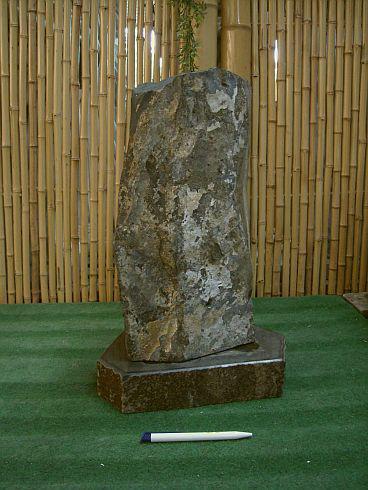 Steinfigur Basalt-Leuchte, Basalt-Leuchte, Basalt-Leuchte, mit Sockel und Verzierungen 1d1dd7