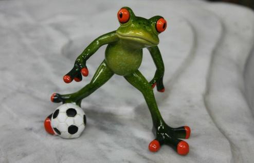 FROSCH SPIELT FUßBALL KRÖTE FUßBALLER TIERE FIGUR DEKORATION DEKO NEU MU-905119