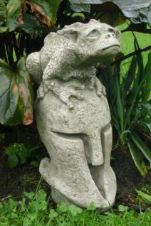 """Steinfigur Drache Herbert auf Helm, Figur aus Steinguss, aus der Serie """"Pheebert's"""" von Fiona Scott"""