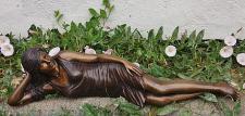 Bronzefiguren Liegende Frau, Figur aus Bronze, Bronzefigur
