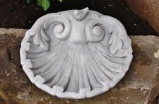 Steinfigur Vogeltränke Große Muschel, aus Steinguss