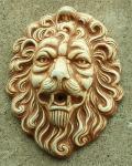 Steinfigur Wasserspeier Löwenkopf, mit Öse zum Aufhängen, patiniert