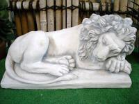 Löwe , liegend für Garten & Zoo / Zootiere