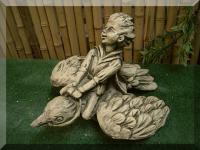 Steinfigur Junge auf Vogel Vogel, Birds, Vögel