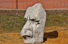 Steinfiguren Osterinsel Maske groß aus Steinguss für Dekoration
