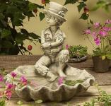 Steinfigur Vogeltränke Junge auf Blatt
