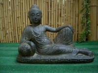 Buddha liegend, aus Steinguss