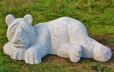 Steinfigur Liegender Eisbär, Tierfigur aus Steinguss
