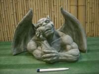 Gargoyle, Torso mit offenen Schwingen, Figur aus Steinguss