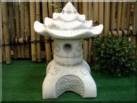 Steinfigur Yukimi, Laterne aus Steinguss