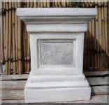 Steinfigur Großer Sockel, 60 cm hoch, 45cm x 45cm Stellfläche, Neu, Frostfest