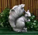 Steinfigur Eichhörnchen, Baumfuchs, Tierfigur aus Steinguss Eichkater