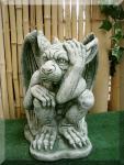 Steinfigur kleiner Gargoyle, überrascht, Fantasyfigur aus Steinguss