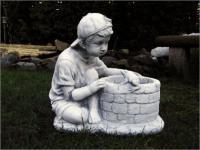 Steinfigur Junge am Brunnen, aus Steinguss, zum bepflanzen