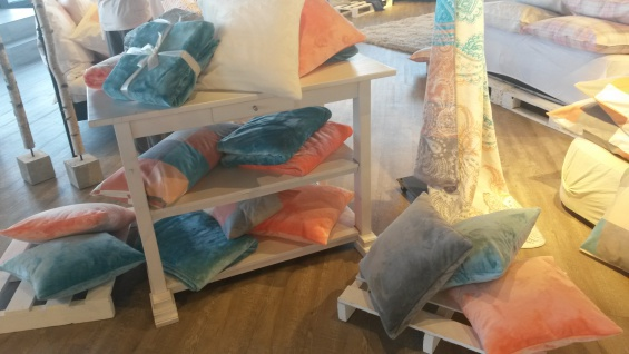 Kissenhülle Uni 50x50 cm Kuschelkissen in der Farbe apricot von Living Dreams - Vorschau 2