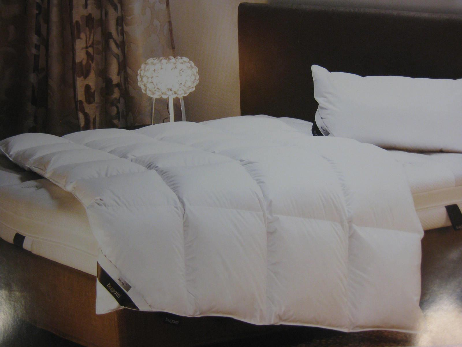 daunendecke xl warm von bugatti 135x200 cm bettdecke 800 g 100 g nse daunen bettdecke lager. Black Bedroom Furniture Sets. Home Design Ideas