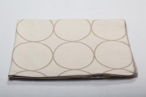 Wohn und Kuscheldecke Bamboo mit Kreisen 150x200 in der Farbe Rohweiß, von Fusseneggern David