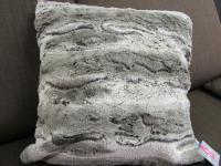 Sofakissen (Hülle) Fellkissen (Imitat) Monroe Kuschelkissen Uni 50x50 cm Farbe grau/anthrazit meliert von Pad