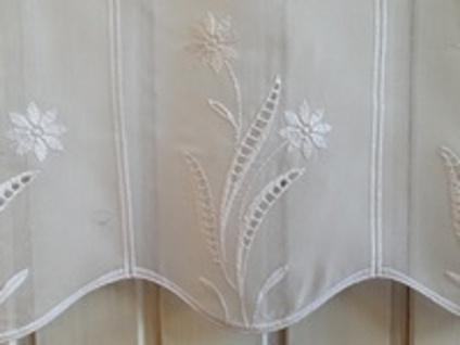 Scheibengardine Landhaus Weiß Blumen Lochstickerei 50 oder 70 cm Hoch ab 1 Meter