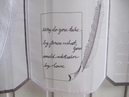 Scheibengardine Weiß Grau Schrift H 45 oder 60 cm / Br. ab 1 Meter