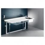 Pressalit Wickeltisch 800 x 1800 mm mit sanitären Artikeln - mit Elektromotor
