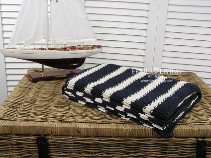 Grobstrick Kuscheldecke blau weiß gestreift Cocooning -Trend Maritim