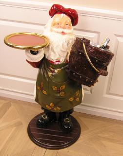 Weihnachtsmann mit Sektkühler als Dekoration zu Weihnachten