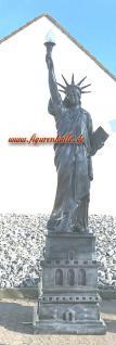 Grau Freiheitsstatue Liberty Figur mit Sokel groß