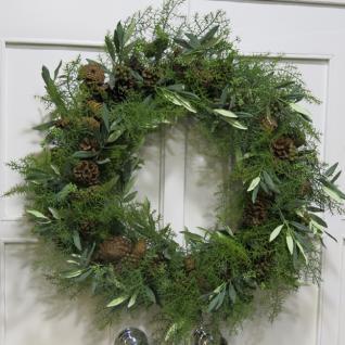 Winter Weihnachtskranz Nistelzweige und Tannenzapfen