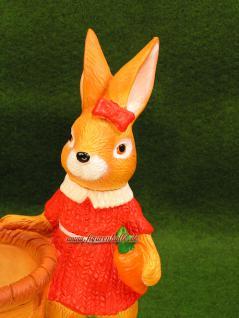 Ostern Hasen Frau mit Körbchen als Figur - Vorschau 2