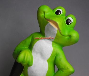 Witziger Frosch als Gartenfigur oder Teichdeko