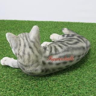 Katze grau getiger muster liegend sitzend Kringeln gestromt Figur Statue Skulptur Fan Deko. - Vorschau 5