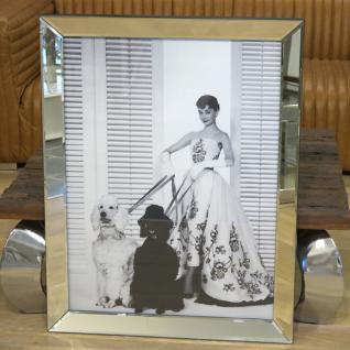 Wandbild Spiegelrahmen Audrey Hepburn mit Pudeln