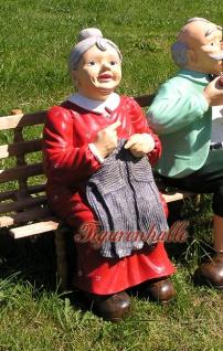 Oma auf der Holzbank durch gefickt