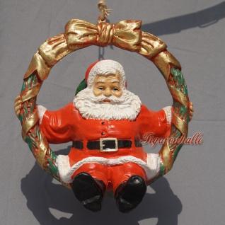Weihnachtsmann im Kranz als Figur Dekoration für Weihnachten
