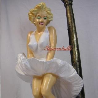 Marilyn Monroe mit fliegendem Kleid an Leuchte