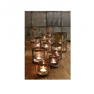 Klassisches Windlicht aus Glas und Metall mit Henkel