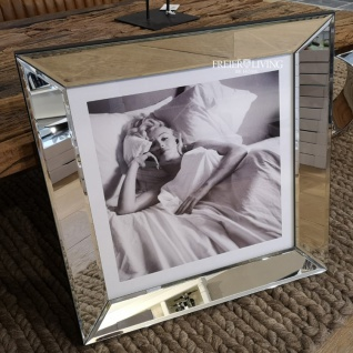 Marilyn Monroe im Bett Wandbild Spiegelrahmen Fotografie