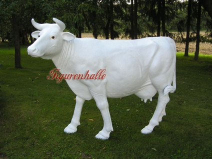 Große Kuh weiß in Lebenßgröße für Werbung