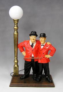 Dick und Doof an Laterne Figur Statuen Arm in Arm Lampe