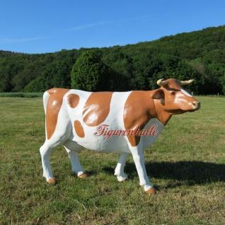 Kuh lebensgroß Figur Statue Skulptur GFK Werbefigur rechts schauend