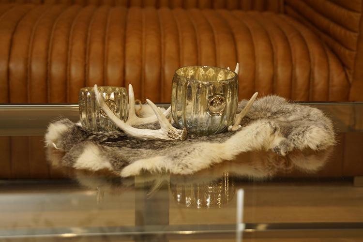 kaninchenfell dekoration fell deko grau kaufen bei helga freier. Black Bedroom Furniture Sets. Home Design Ideas