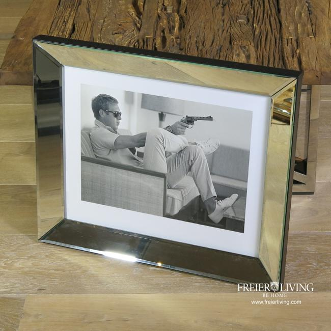 wandbild steve mcqueen sofa pistole eingerahmt poster fan. Black Bedroom Furniture Sets. Home Design Ideas